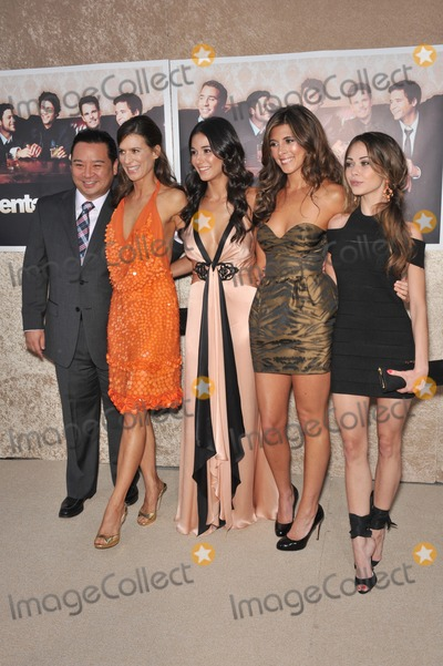 "Alexis Dziena, Emmanuelle Chriqui, Perrey Reeves, Rex Lee, Perrey Reeves- Photo - LtoR: Rex Lee, Perrey Reeves, Emmanuelle Chriqui, Jaimie Lynn Sigler & Alexis Dziena at the premiere for the sixth season of the HBO TV series ""Entourage"" at Paramount Studios, Hollywood.