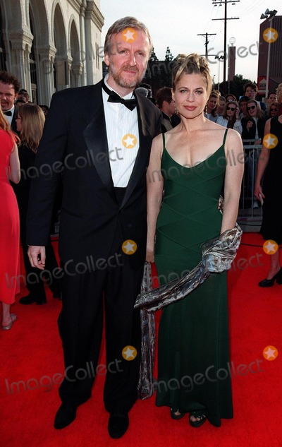 "James Cameron, Linda Hamilton Photo - 08MAR98:  ""Titanic"" director JAMES CAMERON & actress wife LINDA HAMILTON at the Screen Actors Guild Awards in Los Angeles."