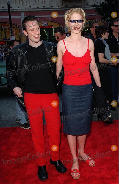 """Jenna Elfman Photo - 15MAR98:  """"Dharma & Greg"""" star JENNA ELFMAN & boyfriend at 20th anniversary re-premiere of """"Grease"""" at Mann's Chinese Theatre, Hollywood."""