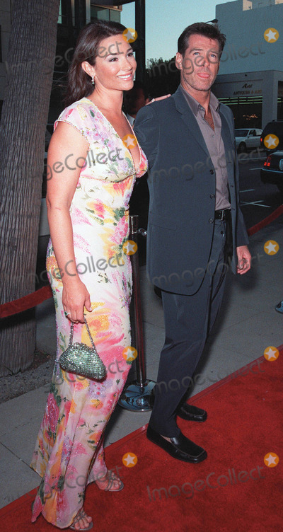 """Keeley Shaye Smith, Pierce Brosnan, Rene Russo, RENEE RUSSO Photo - 27JUL99:  Actor PIERCE BROSNAN & girlfriend KEELEY SHAYE SMITH at the world premiere, in Beverly Hills, of his movie """"The Thomas Crown Affair"""" in which he stars with Rene Russo. Paul Smith / Featureflash"""