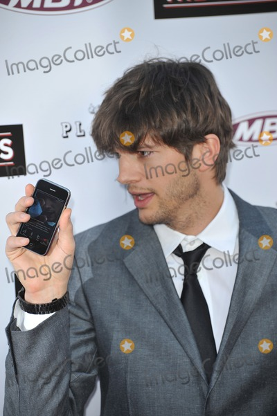 """Ashton Kutcher Photo - Ashton Kutcher at the Los Angeles premiere of """"The Joneses"""" at the Arclight Theatre, Hollywood.April 8, 2010  Los Angeles, CAPicture: Paul Smith / Featureflash"""