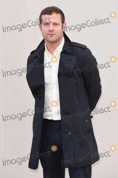 Dermot O'Leary Photo - Dermot O'Leary arriving at the Burberry Prorsum show during The London Collections Menswear A/W 2016 at Kensington Gardens, London.