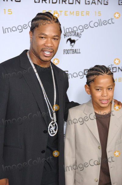 """Alvin """"Xzibit"""" Joiner, Alvin 'Xzibit' Joiner, Alvin Joiner, Alvin Xzibit Joiner, Xzibit, Grauman's Chinese Theatre Photo - Actor ALVIN JOINER, aka """"XZIBIT"""", & son TREY at the Los Angeles premiere of his new movie """"Gridiron Gang"""" at the Grauman's Chinese Theatre, Hollywood.September 5, 2006  Los Angeles, CA 2006 Paul Smith / Featureflash"""