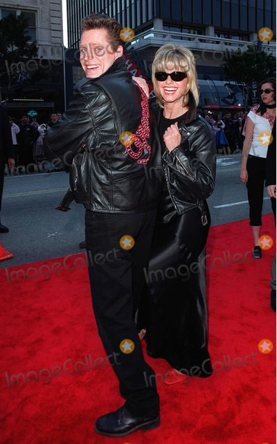 "Jeff Conaway, Olivia Newton-John Photo - 15MAR98:  ""Grease"" stars OLIVIA NEWTON JOHN and JEFF CONAWAY at 20th anniversary re-premiere of ""Grease"" at Mann's Chinese Theatre, Hollywood."