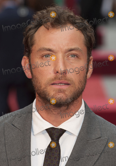 Jude Law, Leicester Square Photo - Jude Law arriving the UK premiere of Anna Karenina at Odeon Leicester Square, London. 05/09/2012 Picture by: Alexandra Glen / Featureflash