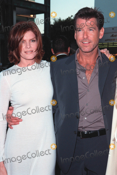 """Pierce Brosnan, Rene Russo, RENEE RUSSO Photo - 27JUL99:  Actor PIERCE BROSNAN & actress RENE RUSSO at the world premiere, in Beverly Hills, of their new movie """"The Thomas Crown Affair"""". Paul Smith / Featureflash"""