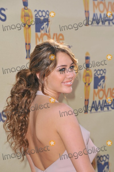Miley Cyrus Photo - Miley Cyrus at the 2009 MTV Movie Awards at Universal Studios, Hollywood.May 31, 2009  Los Angeles, CAPicture: Paul Smith / Featureflash