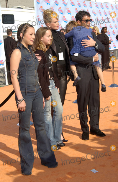 Antonio Banderas, Melanie Griffith, Melanie Griffiths Photo - Actor ANTONIO BANDERAS & actress wife MELANIE GRIFFITH & family at Nickelodeon's 15th Annual Kids Choice Awards in Santa Monica. 20APR2002. Paul Smith / Featureflash