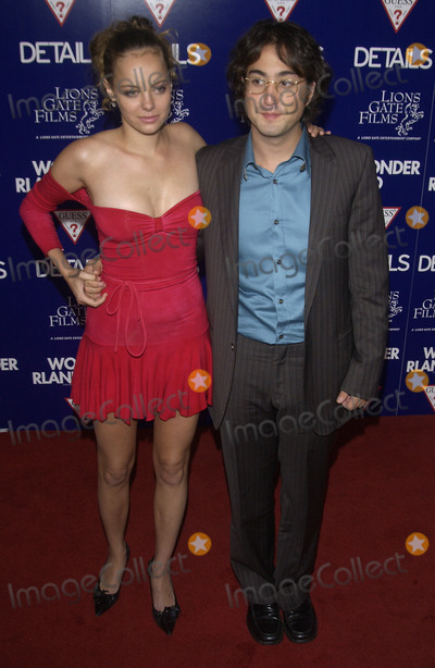 Bijou Phillips, Sean Lennon Photo - Actress BIJOU PHILLIPS & boyfriend singer SEAN LENNON at the Los Angeles premiere of Wonderland.Sept 24, 2003 Paul Smith / Featureflash