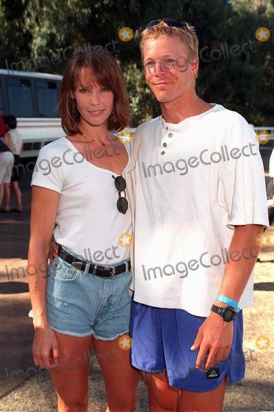 Alexandra Paul, Ian Murray Photo - 02NOV97:  Actress ALEXANDRA PAUL & boyfriend IAN MURRAY at the Environmental Media Awards in Los Angeles.
