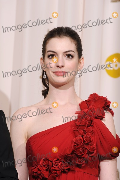 Anne Hathway Photo - Anne Hathway at the 80th Annual Academy Awards at the Kodak Theatre, Hollywood.February 24, 2008 Los Angeles, CAPicture: Paul Smith / Featureflash