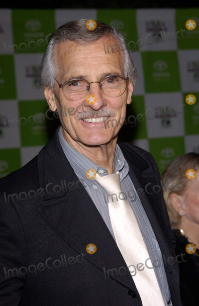 Dennis Weaver Photo - Actor DENNIS WEAVER at the 12th Annual Environmental Media Awards in Los Angeles.20NOV2002.   Paul Smith / Featureflash