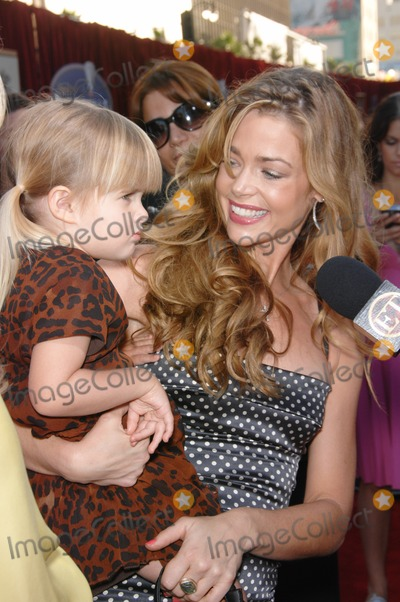 """Denise Richards Photo - Denise Richards & daughter at the world premiere of """"Ratatouille"""" at the Kodak Theatre, Hollywood.June 23, 2007  Los Angeles, CAPicture: Paul Smith / Featureflash"""