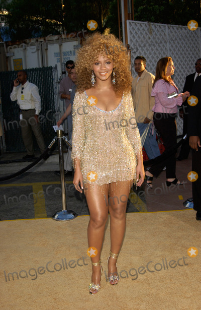 Beyonce, Beyonce Knowles, Destiny's Child Photo - Destiny's Child singer & actress BEYONCE KNOWLES at the Hollywood premiere of her new movie Austin Powers in Goldmember.22JUL2002.   Paul Smith / Featureflash