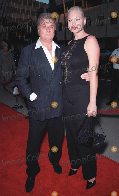 """Pierce Brosnan, Rene Russo, Tony Curtis, RENEE RUSSO Photo - 27JUL99:  Actor TONY CURTIS & wife JILL VAN DEN BERG at the world premiere, in Beverly Hills, of  """"The Thomas Crown Affair"""" which stars Pierce Brosnan & Rene Russo. Paul Smith / Featureflash"""
