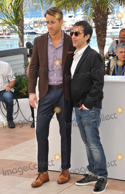 """Atom Egoyan, Ryan Reynolds Photo - Ryan Reynolds & director Atom Egoyan at the photocall for their movie """"Captives"""" at the 67th Festival de Cannes.May 16, 2014  Cannes, FrancePicture: Paul Smith / Featureflash"""
