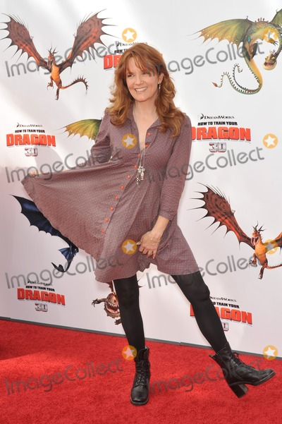 """Lea Thompson, Train, Léna Jam-Panoï Photo - Lea Thompson at the Los Angeles premiere of Dreamworks Animation's """"How To Train Your Dragon"""" at Gibson Amphitheatre, Universal Studios, Hollywood.March 21, 2010  Los Angeles, CAPicture: Paul Smith / Featureflash"""