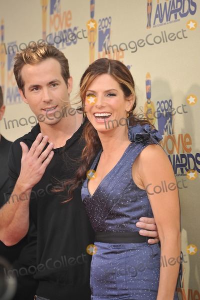 Ryan Reynolds, Sandra Bullock Photo - Sandra Bullock & Ryan Reynolds at the 2009 MTV Movie Awards at Universal Studios, Hollywood.