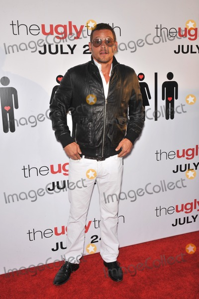 """Justin Chambers Photo - Justin Chambers at the premiere of """"The Ugly Truth"""" at the Cinerama Dome, Hollywood.July 16, 2009  Los Angeles, CAPicture: Paul Smith / Featureflash"""