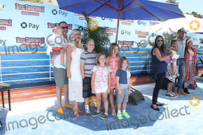 Tori Spelling Photo - Beau Dean McDermott, Dean McDermott, Tori Spelling, Liam Aaron McDermott, Hattie Margaret McDermott, Stella Doreen McDermott, Finn Davey McDermott 