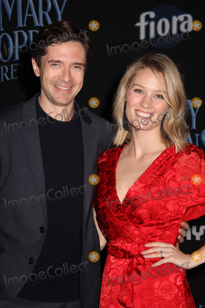 """Ashley Hinshaw, Topher Grace Photo - Topher Grace, Ashley Hinshaw 11/29/2018 The World Premiere of """"Mary Poppins Returns"""" held at The Dolby Theatre in Los Angeles, CA Photo by Izumi Hasegawa / HollywoodNewsWire.co"""