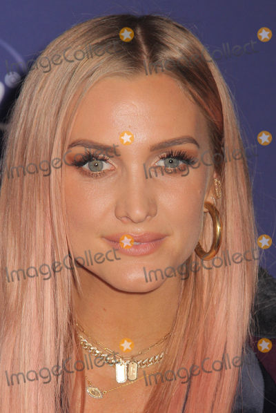 """Ashlee Simpson Photo - Ashlee Simpson 11/07/2019 The World Premiere of """"Frozen 2"""" held at the Dolby Theatre in Los Angeles, CA Photo by Izumi Hasegawa / HollywoodNewsWire.co"""