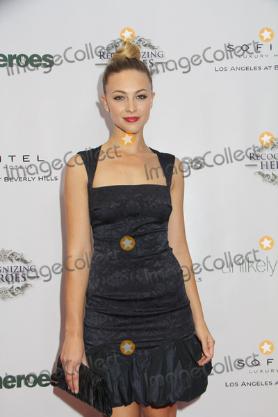 Courtney Hope Photo - Courtney Hope-Turner 