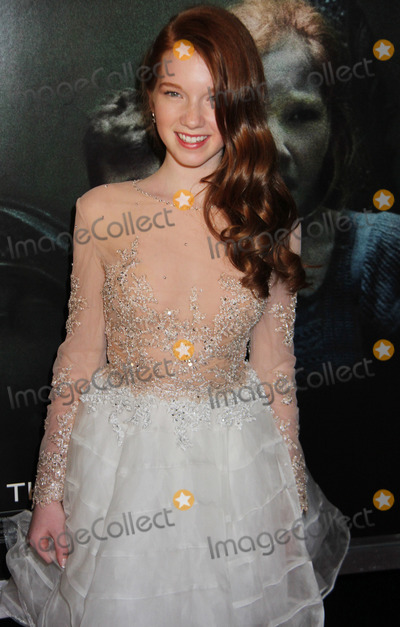 Annalise Basso Photo - Annalise Basso 04/03/2014 Oculus Premiere held at TCL Chinese 6 in Hollywood, CAPhoto by Denzel John / HollywoodNewsWire.net