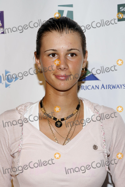 Aryna Vemikova Photo - Aryna Vemikova arrives to Glam Slam 2006 at Crobar on August 25, 2006 in New York City.