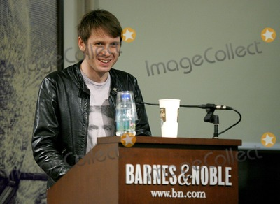 Alex Kapranos, Franz Ferdinand Photo - Alex Kapranos poses for pictures during an appearance promoting his book 'Soundbites: Eating On Tour With Franz Ferdinand' at Barnes And Noble Union Square on January 31, 2007 in New York City.