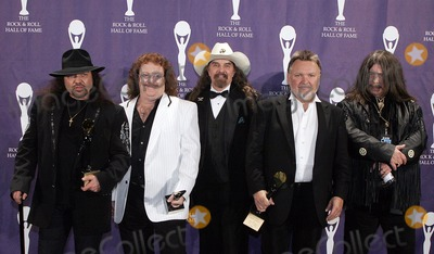 Artimus Pyle, Billy Powell, Bob Burns, Ed King, Lynyrd Skynyrd, Ed Burns, King Sunny Adé Photo - (L-R) Inductees Garry Rossington, BIlly Powell, Artimus Pyle, Ed King and Bob Burns of Lynyrd Skynyrd pose backstage during the 21st Annual Rock And Roll Hall Of Fame Induction Ceremony at the Waldorf Astoria March 13, 2006 in
