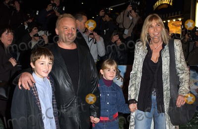 Anthony Worrall-Thompson Photo - London. Anthony Worrall Thompson and family at the Premiere of 'Lemony Snicket's, A series of unfortunate events' at the Empire, Leicester Square.