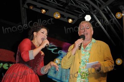 Christopher Biggins, Jodie Prenger Photo - London. UK.Jodie Prenger as Nancy in `Oliver', and compere Christopher Biggins on stage   in `Oliver',  on stage at West End Live in Central London.20th  June 2009.Ali Kadinsky/Landmark Media