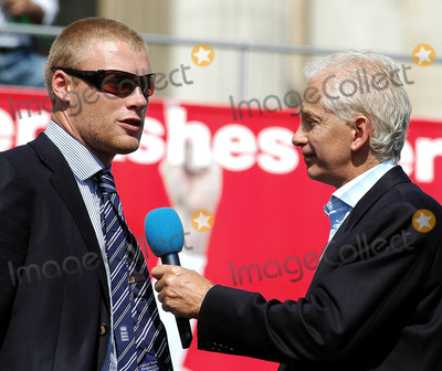 Andrew Flintoff, David Gower Photo - London.David Gower interviews Andrew Flintoff at the victory parade that ended in Trafalgar Square. Thousands of fans made an appearance to cheer on their new hero's. The event has been compared to England winning the Rugby World Cup in 2003 and also the Football World Cup in 1966.September 13th, 2005.Picture by Ali Kadinsky/Landmark Media