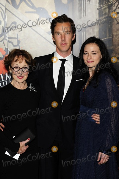 Lara Pulver  Una Stubbs  Benedict Cumberbatch Photo - London  UK  Una    Lara Pulver And Benedict Cumberbatch