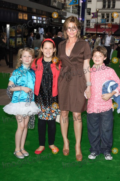Emma Forbes, Leicester Square Photo - London. UK. Emma Forbes and Family at the London Premiere of new film 'Shrek the Third' held at the Odeon on Leicester Square. 11th June 2007.