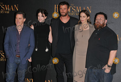 Chris Hemsworth, Emily Blunt, Nick Frost, Rob Brydon, Alexandra Roach, Alexandra Roache, Claridges Hotel Photo - London, UK. Rob Brydon, Alexandra Roach, Chris Hemsworth, Emily Blunt & Nick Frost  at the 'The Huntsman: Winter's War' film photocall, Claridge's Hotel, Brook Street, London, UK, on Thursday 31 March 2016.