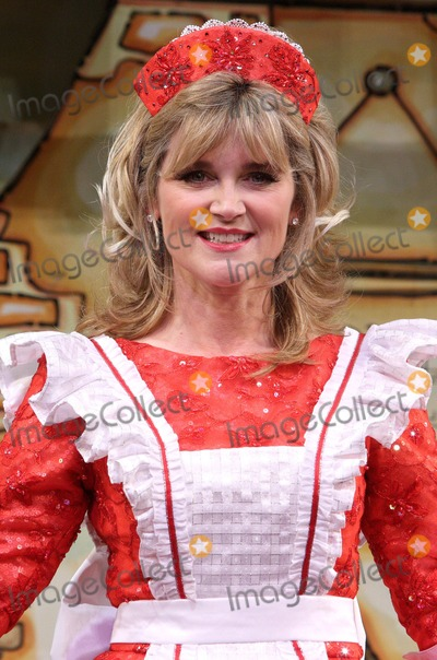 Anthea Turner Photo - London.UK.  Anthea Turner  at the First Family Entertainment 2009 Pantomine Photocall at the Piccadilly Theatre, 19th November 2009.Keith Mayhew/Landmark Media