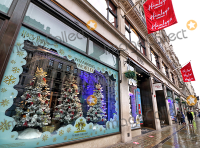 Christmas Windows Photo - London, UK. It's Beginning to look like Christmas as stores and streets are decorated for the festive season despite the current Second Lockdown in force. London November 19th 2020