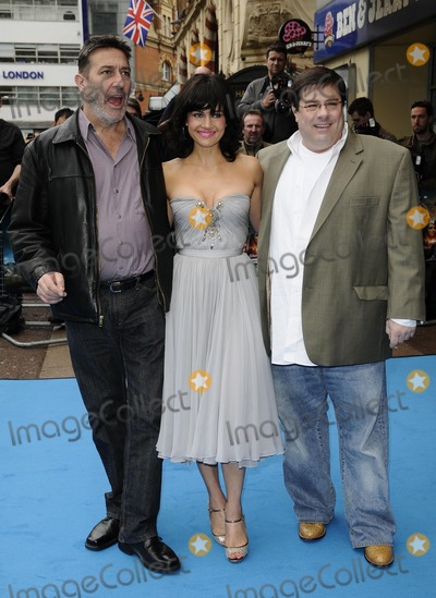 Andy Fickman, Carla Gugino, Ciaran Hinds Photo - London.UK.  Ciaran Hinds, Carla Gugino and Andy Fickman at the UK premiere of the film  'Race to Witch Mountain'  held at the Odeon West End cinema.
