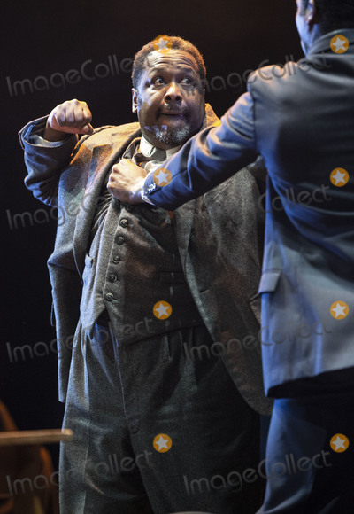 Wendell Pierce, Arthur Miller, Wendel Pierce, Gary Mitchell Photo - London, UK.   Wendell Pierce  at the photo call for the Arthur Miller classic Death of a Salesman at the Piccadilly theatre, West End, London. 1st November 2019. Ref:LMK386-S2535-011119 