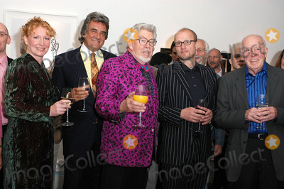 Adrian Edmondson, Charlie Dimmock, David Dickinson, Richard Wilson, Rolf Harris Photo - London. Charlie Dimmock, David Dickinson, Rolf Harris, Adrian Edmondson and Richard Wilson at the launch of Star Portraits with Rolf Harris at County Hall Gallery. An exhibition which features well known faces painted by professional portrait artists.25 May 2005Ali Kadinsky/Landmark Media