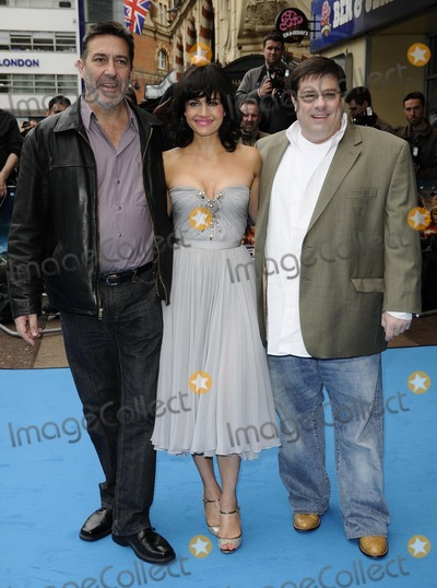 Andy Fickman, Carla Gugino, Ciaran Hinds Photo - London.UK.  Ciaran Hinds, Carla Gugino and Andy Fickman at the UK premiere of the film  'Race to Witch Mountain'  held at the Odeon West End cinema.5 April 2009. Can Nguyen/Landmark Media.
