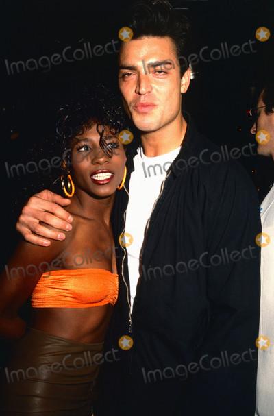 Nick Kamen Photo - London, UK. LIBRARY. Nick Kamen with Sinitta in late 1980s. Kamen died 5th May 2021 aged 59. Ref:LMK11-SLIB060521-001.  PIP-Landmark MediaWWW.LMKMEDIA.COM.