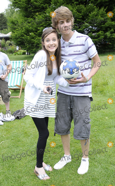 Madeline Duggan, Thomas Law, The National Photo - London.UK. Madeline Duggan and Thomas Law  at the National Family Week Launch VIP Picnic held at Regents Park in London. 25th May 2009. 