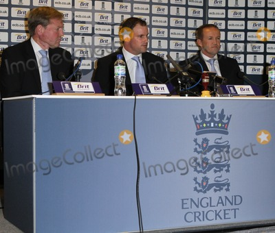 Andrew Strauss, Andy Flower, ASH Photo - London, UK.  080211.Andrew Strauss and Andy Flower (cricketers) at a press conference at the Ranaissance Hotel at Heathrow Airport as the England squad arrive home from Australia after winning the Ashes series 3-1.8 February 2011Evil Images/Landmark Media.