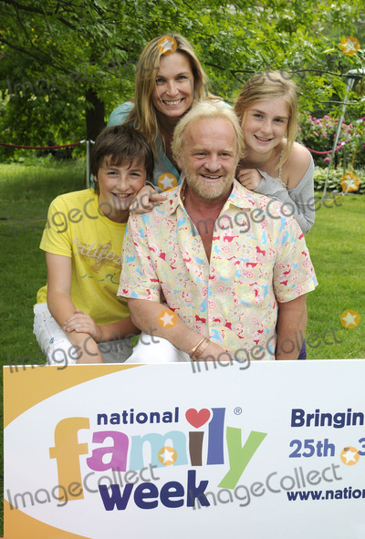 Anthony Worrall-Thompson, The National Photo - London.UK. Anthony Worral Thompson and Family  at the National Family Week Launch VIP Picnic held at Regents Park in London. 25th May 2009. Can Nguyen/Landmark Media.