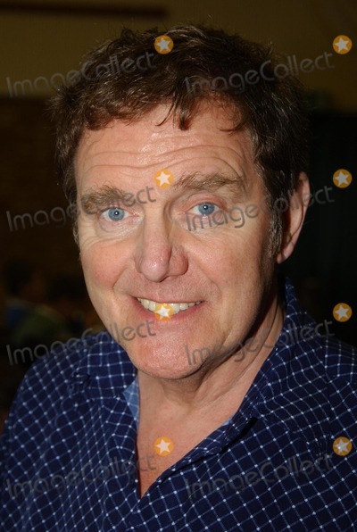 Alvin Stardust Photo - Hazlemere.  Alvin Stardust at Hazlemere C of E Combined School where the 60's and 70's singing star was rehearsing with pupils who are joining him on his show at High Wycombe Town Hall on 19 December.