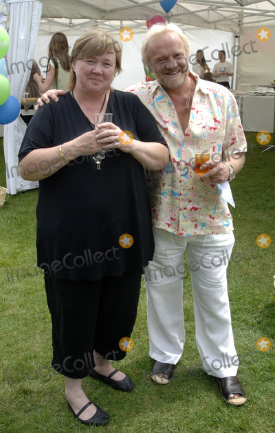 Antony Worral-Thompson, Antony Worrall Thompson, Pauline Quirke, The National Photo - London.UK. Pauline Quirke and Antony Worrall Thompson at the National Family Week Launch VIP Picnic held at Regents Park in London. 25th May 2009. 