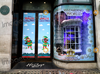 Christmas Windows Photo - London, UK. It's Beginning to look like Christmas as stores and streets are decorated for the festive season despite the current Second Lockdown in force. London November 19th 2020Ref: LMK73-J6991-201120Keith Mayhew/Landmark MediaWWW.LMKMEDIA.COM